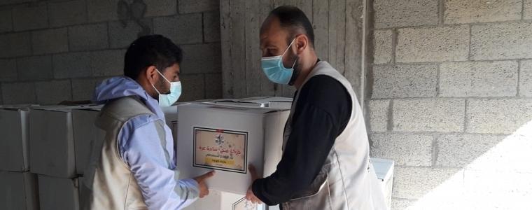 لجنة طواريء التنمية الاجتماعية غزة توزع مساعدات عاجلة علي الأسر المحجورة منزليا